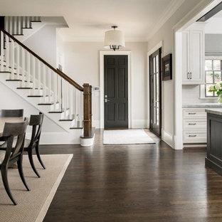 Inspiration för ett stort vintage vit linjärt vitt kök och matrum, med en integrerad diskho, luckor med infälld panel, vita skåp, granitbänkskiva, vitt stänkskydd, stänkskydd i tunnelbanekakel, rostfria vitvaror, mörkt trägolv, flera köksöar och brunt golv