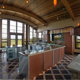 Große Moderne Wohnküche in U-Form mit Küchengeräten aus Edelstahl, Schrankfronten mit vertiefter Füllung, Edelstahlfronten, Küchenrückwand in Braun, Rückwand aus Glasfliesen, Marmorboden, zwei Kücheninseln, Arbeitsplatte aus Terrazzo, buntem Boden und bunter Arbeitsplatte in Boston