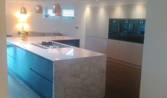 awe-inspiring kitchen with large island and bank
