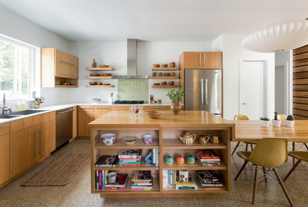 Midcentury Kitchen by Skiles Architect, PA
