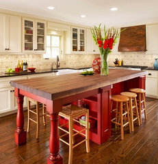 traditional kitchen by Dallas Renovation Group