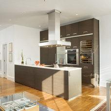 Modern Kitchen by SLR Architecture Inc.