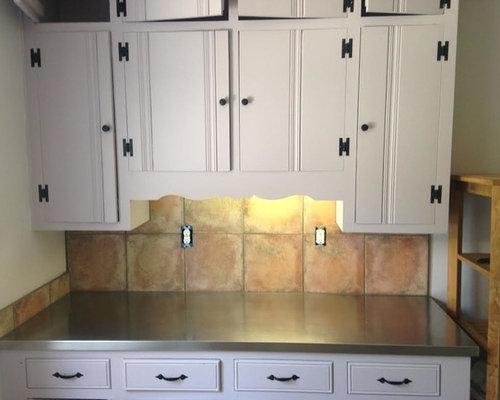 k che mit r ckwand aus terrakottafliesen und edelstahl arbeitsplatte ideen bilder. Black Bedroom Furniture Sets. Home Design Ideas