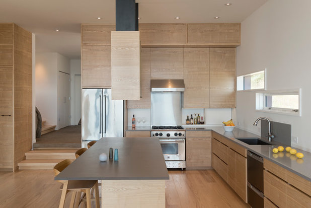 Contemporary Kitchen by Prentiss Balance Wickline Architects