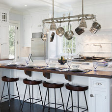 Traditional Kitchen by Bakes & Kropp