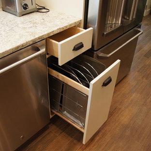Craftsman kitchen designs - Inspiration for a craftsman kitchen remodel in Raleigh