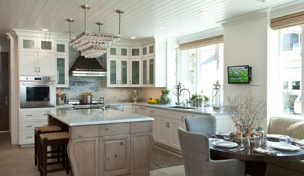 Beach Style Kitchen by Sinclair Associates Architects