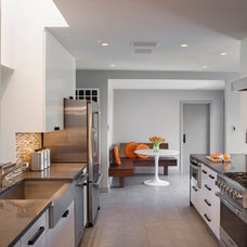 Transitional Kitchen by Steinbomer, Bramwell & Vrazel Architects