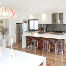 Midcentury Kitchen by Collaroy Kitchen Centre