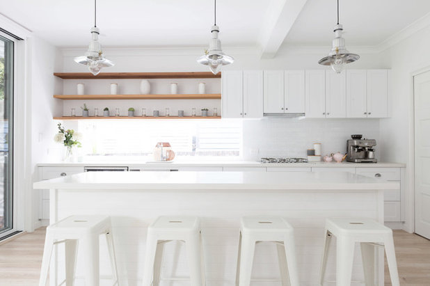Beach Style Kitchen by BAIKIE CORR