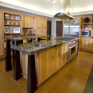 ポートランドのアジアンスタイルのおしゃれなキッチン (シルバーの調理設備の、御影石カウンター、フラットパネル扉のキャビネット、淡色木目調キャビネット、茶色いキッチンパネル、モザイクタイルのキッチンパネル、シングルシンク) の写真