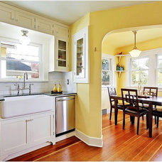 Traditional Kitchen by Seattle Staged to Sell and Design LLC