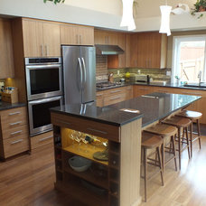 Contemporary Kitchen by HARBOR CABINETS