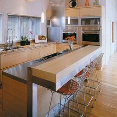 Contemporary Kitchen by Sawhill Kitchens