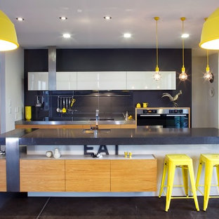 Eat-in kitchen - contemporary eat-in kitchen idea in Dunedin with an island