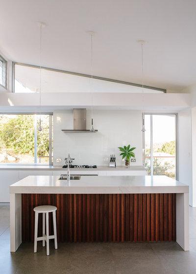 Modern Kitchen by Davis Architects
