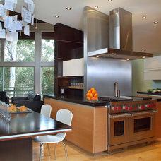 Modern Kitchen by Hamilton-Gray Design, Inc.