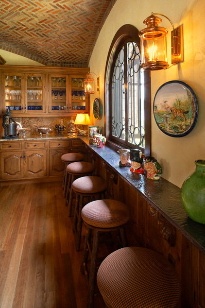 traditional kitchen by Gabberts Design Studio