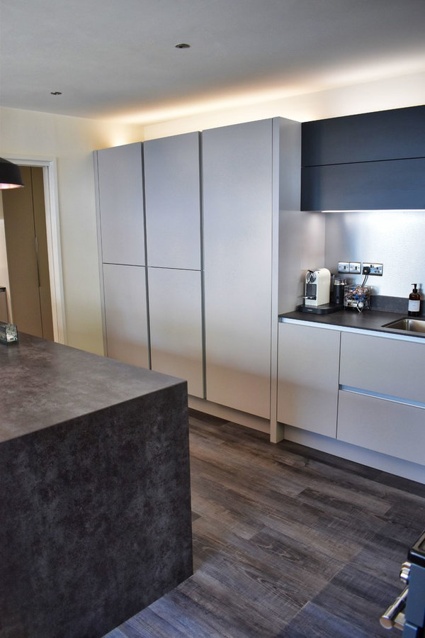 Barbican Modern Handleless Cashmere and Graphite Kitchen