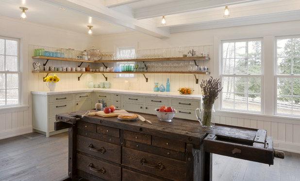 Farmhouse Kitchen by BILOTTA KITCHENS