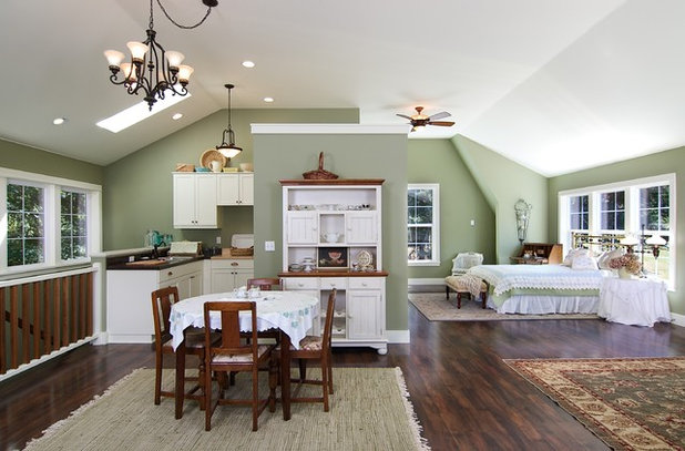 Классический Кухня by Henderer Design + Build