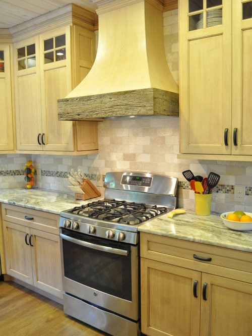 Houzz rustic yellow open plan kitchen design ideas for Rustic yellow kitchen
