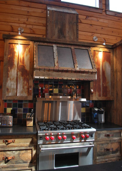 Inside Houzz: New Rustic Style for a Mountain Cabin's Kitchen