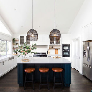 This is an example of a transitional kitchen in Wollongong.