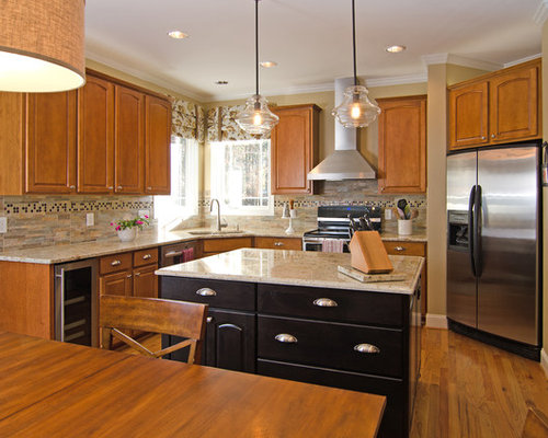 Inspiration For A Timeless U shaped Eat in Kitchen Remodel With An