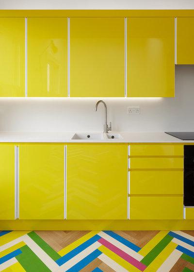 Contemporary Kitchen by Alma-nac