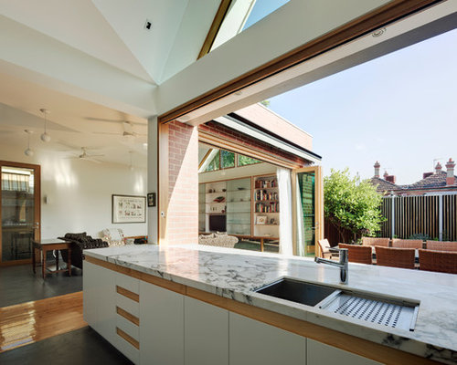 Indoor outdoor kitchen designs houzz for Outdoor kitchen ideas houzz