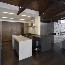 Modern Kitchen by Martinkovic Milford Architects