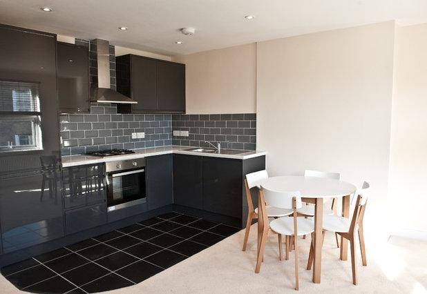 Modern Kitchen by Battersea Builders