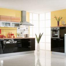 Modern Kitchen by BAUFORMAT