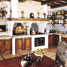 Traditional Kitchen by THE KITCHEN LADY, Enriching Homes With Style