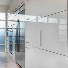 Contemporary Kitchen by Phil Kean Design Group