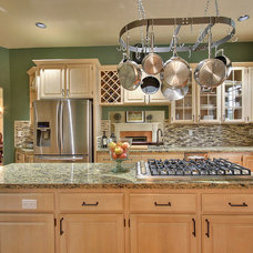 Traditional Kitchen by Bliss