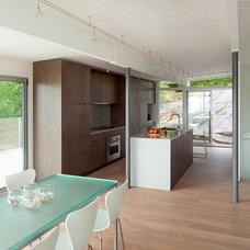 Modern Kitchen by splyce design