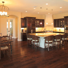 Mediterranean Kitchen by Devonshire Custom Homes