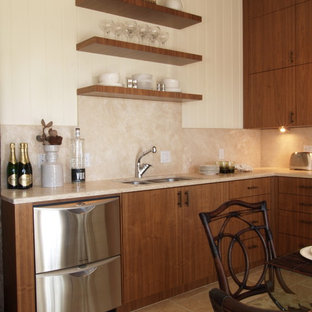 Foto di una cucina tropicale con elettrodomestici in acciaio inossidabile, lavello a doppia vasca, nessun'anta, ante in legno bruno e paraspruzzi beige