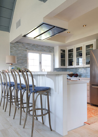 Ideal Beach Style Kitchen by Charmean Neithart Interiors