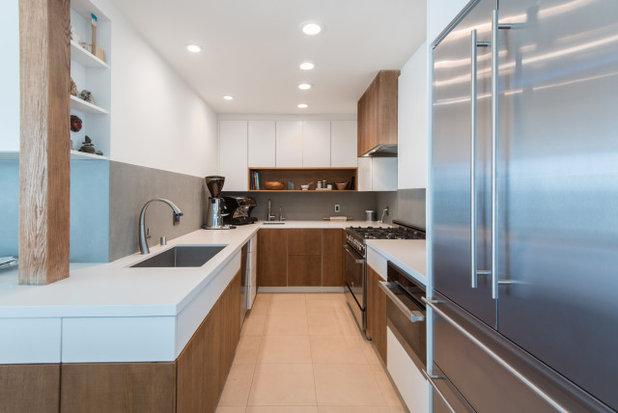 Coastal Kitchen by Waconah Construction