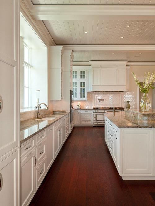 Cucina tropicale con ante bianche foto e idee per arredare - Piastrelle diamantate cucina ...