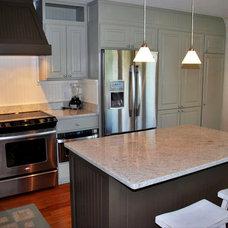 Beach Style Kitchen by Sceltas Build + Consult