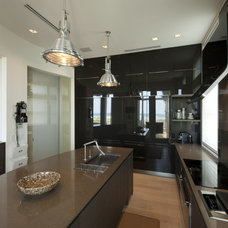 Modern Kitchen by David De La Garza / ZURDODGS