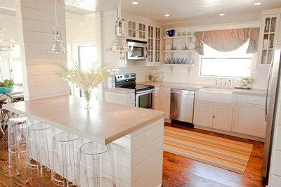 Beach Style Kitchen by Munger Interiors
