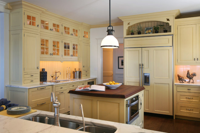 Beach Style Kitchen by Asher Associates Architects
