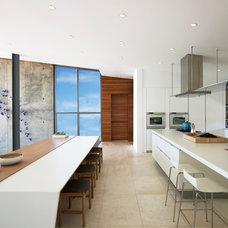 Modern Kitchen by West Chin Architects & Interior Designers