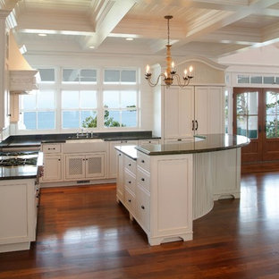 Traditional kitchen remodeling - Elegant kitchen photo in Grand Rapids