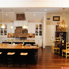 Beach Style Kitchen by Sunset Properties of Tampa Bay